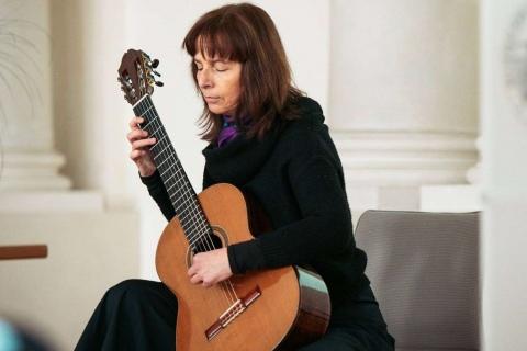 Gitarristin-mit-Gesang-aus-Stuttgart-3