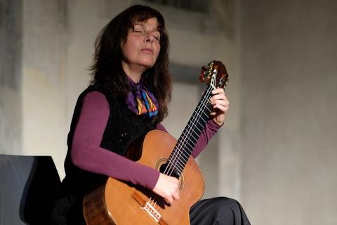 Gitarristin-mit-Gesang-aus-Stuttgart-4