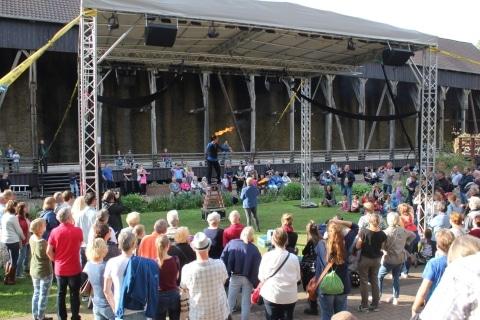 Jongleur, Akrobat und Entertainer aus Köln (6)