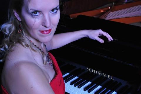 Klassisch ausgebildete Pianistin aus Aachen (1)