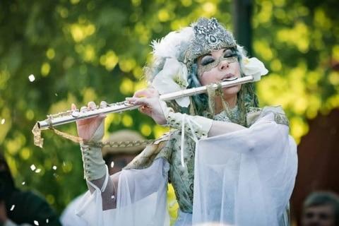 Kostumshows-Stelzen-und-Feuertänzerin-aus-Berlin-10