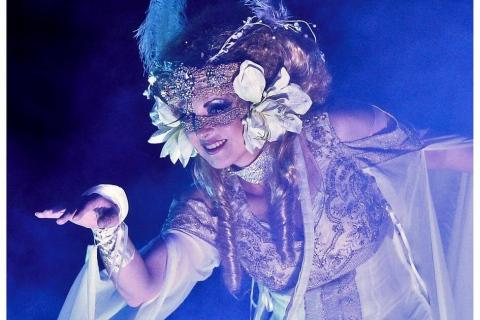 Kostumshows-Stelzen-und-Feuertänzerin-aus-Berlin-9