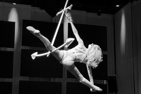 Luftakrobatik-und-Burlesque-Shows-aus-Berlin-3