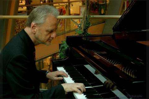 Piano-Entertainer-•-Dienstleister-und-Künstler-am-Klavier-12