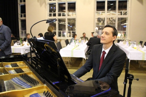 Piano Man Chris (8)