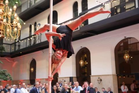 Pole-und-Luftakrobatik-Artistin-5