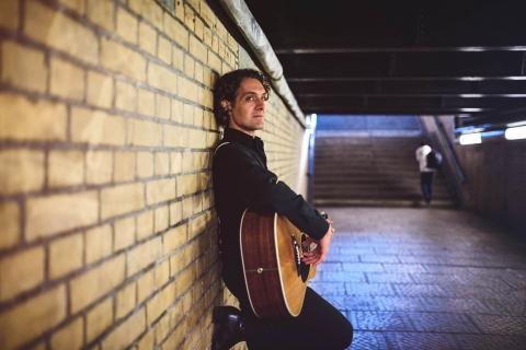 Sänger mit Gitarre aus Berlin (3)