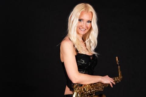 Saxophonistin Aretha aus Dresden (2)