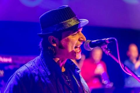 SinginSittin Sänger und Gitarrist (2)