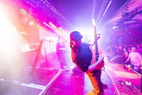 SinginSittin Sänger und Gitarrist (3)