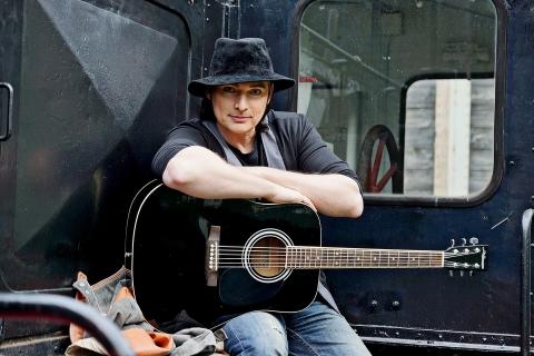 SinginSittin Sänger und Gitarrist (6)