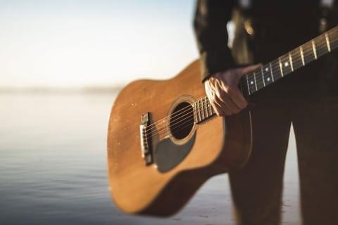 Sänger mit Gitarre Gitarrist (9)
