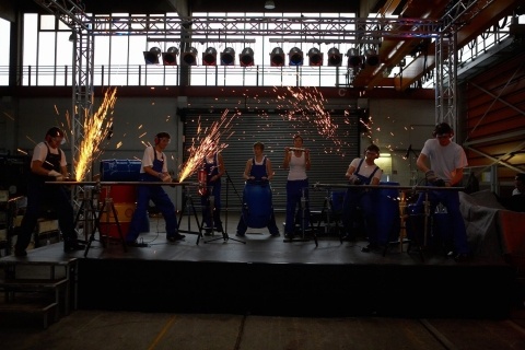 The-Industrial-Drummers-•-Perkussionsshows-8
