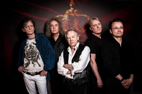 The-Queen-Tribute-Band-12