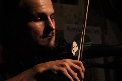 VielSaitiger Violinist Vladi (7)
