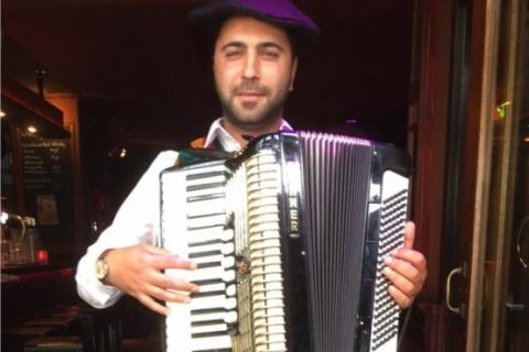 Virtuoser Akkordeonist Florian aus dem Westen (1)