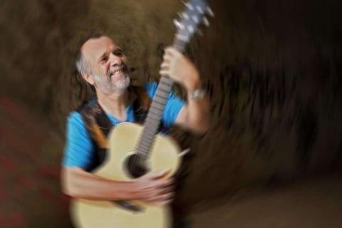 Der-Saitenwender-Gitarrist-Saarland-1-e1531740733871