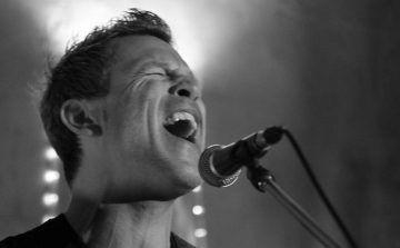 Gitarrist, Sänger und Entertainer aus Frankfurt